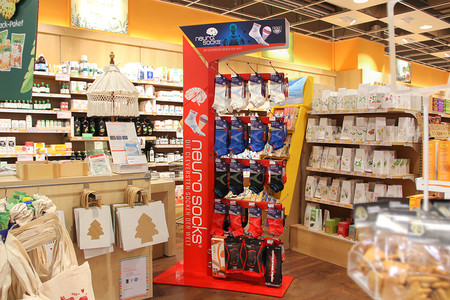 Bodendisplay Neuro Socks in einem Store