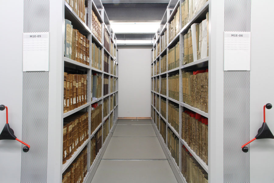 Mobile archive shelving